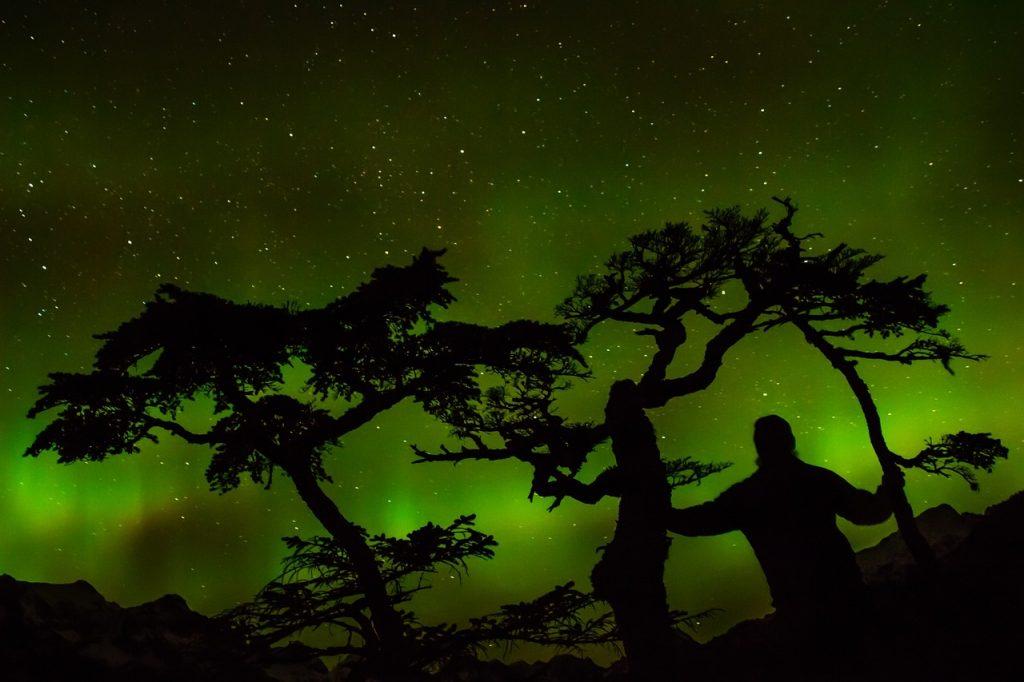 aurora-borealis-1513223_1280